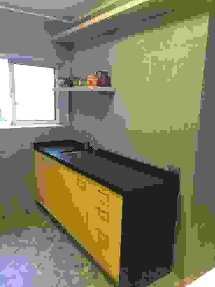Cocina minimal PICHARA + RIOS arquitectos Muebles de cocinas Derivados de madera Amarillo