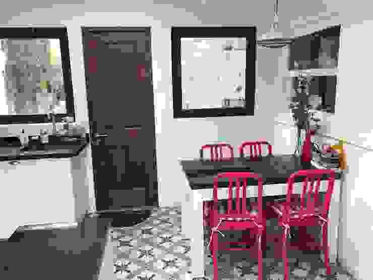 Comedor de diario de PICHARA + RIOS arquitectos Ecléctico Derivados de madera Transparente