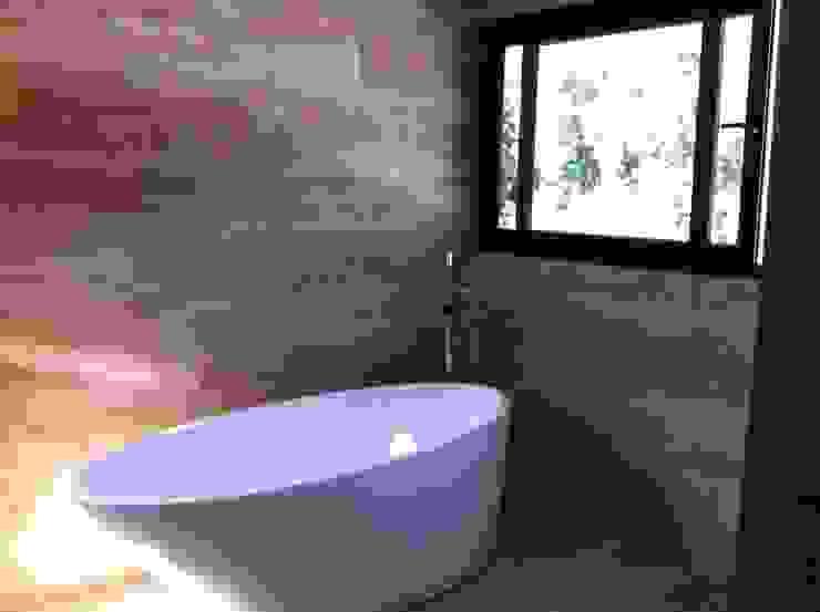 baño casa unifamiliar de PICHARA + RIOS arquitectos Moderno Mármol