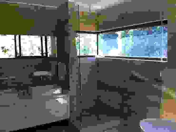 casa unifamiliar / baño de PICHARA + RIOS arquitectos Moderno Concreto reforzado
