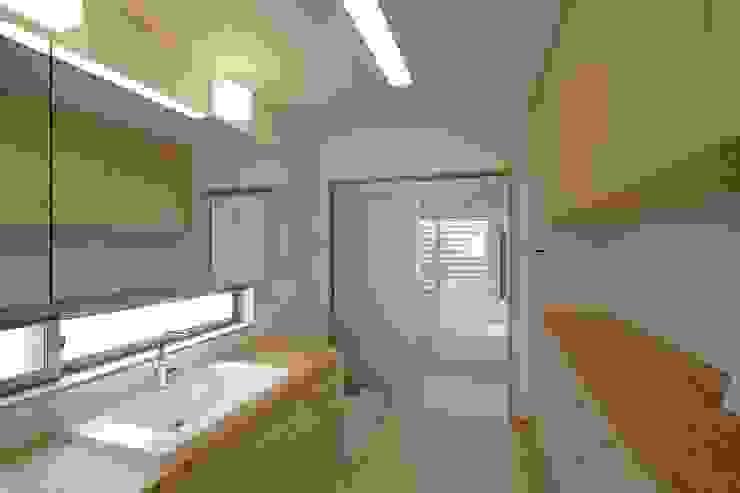 新井町の家: 空間設計室/kukanarchiが手掛けた浴室です。,モダン