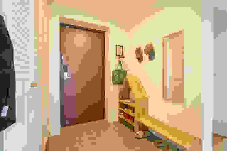 現代風玄關、走廊與階梯 根據 bomhousing 現代風
