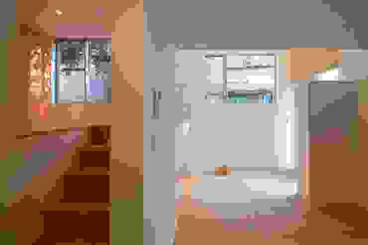 下階 モダンデザインの リビング の 有限会社角倉剛建築設計事務所 モダン