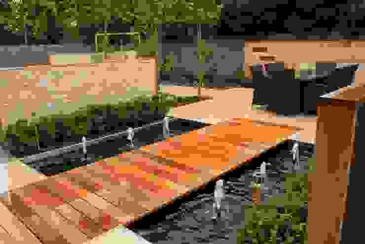 Garden Design - Cheshire 根據 Hannah Collins Garden Design 現代風