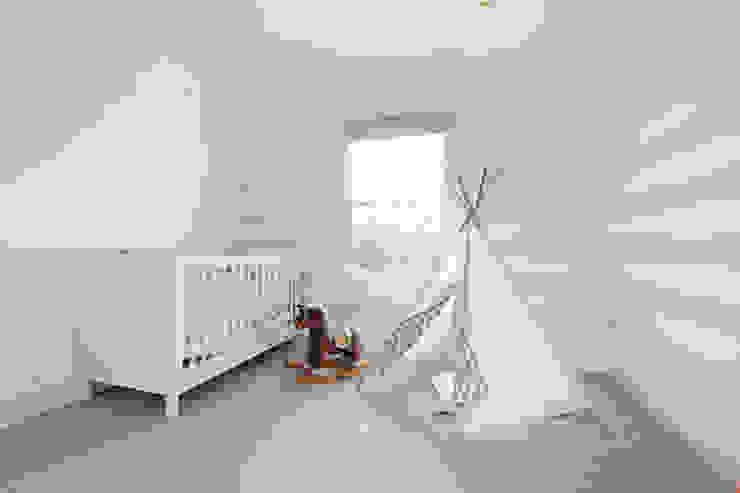 Edwardian meets contemporary; Teddington Family Home Kamar Bayi/Anak Modern Oleh PAD ARCHITECTS Modern