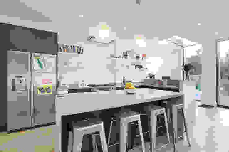 Edwardian meets contemporary; Teddington Family Home Dapur Modern Oleh PAD ARCHITECTS Modern