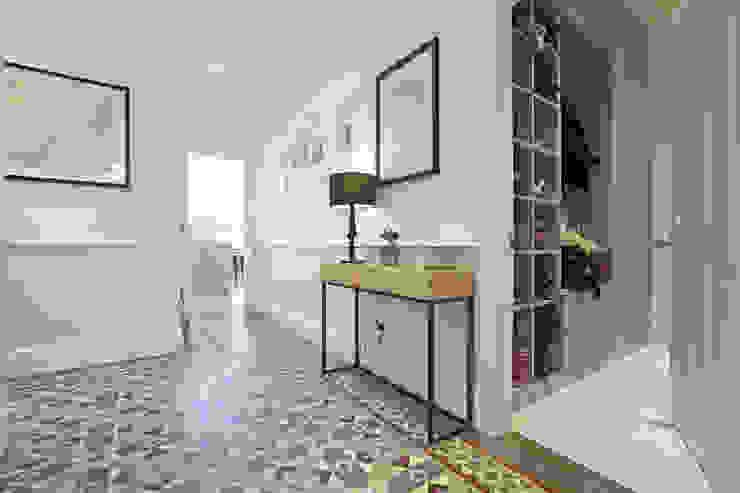 Edwardian meets contemporary; Teddington Family Home Koridor & Tangga Modern Oleh PAD ARCHITECTS Modern