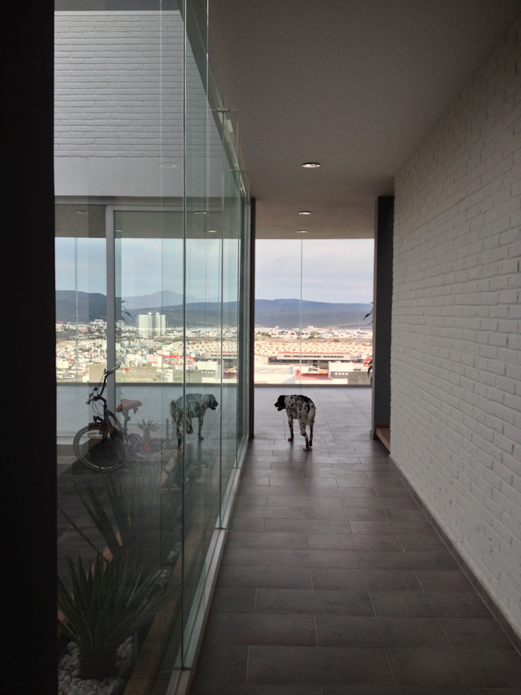 AWA arquitectos Minimalist corridor, hallway & stairs White