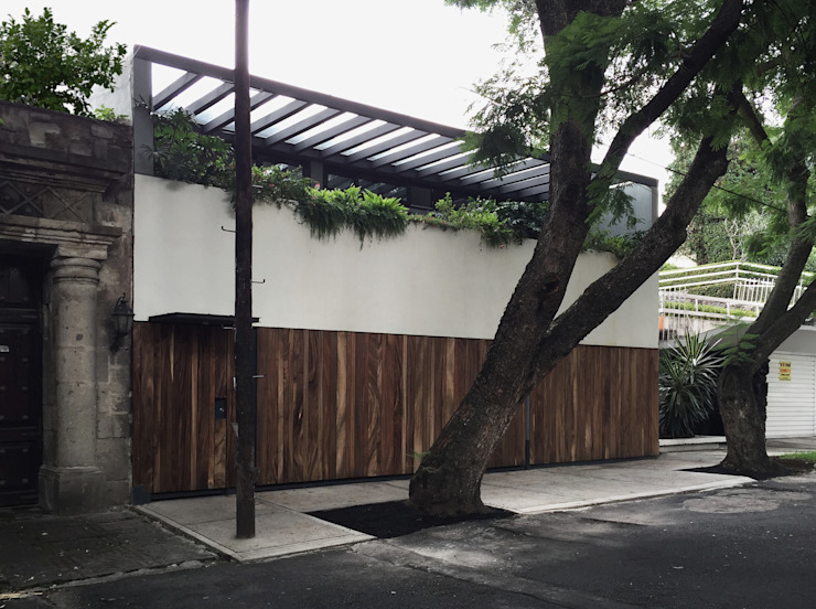 Fachada remodelada de AWA arquitectos Moderno Madera Acabado en madera