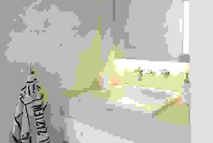 AWA arquitectos Bagno minimalista Marmo Grigio