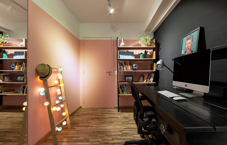 Hall de entrada Integrada com Home Office Moderna e Contemporânea Decoradoria Corredores, halls e escadas modernos Derivados de madeira Multi colorido