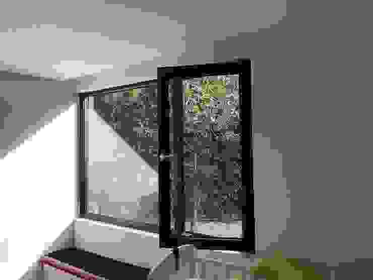 Cửa sổ & cửa ra vào phong cách hiện đại bởi homify Hiện đại