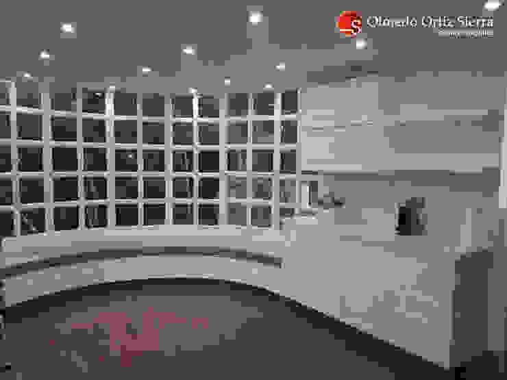 Cocina Integral Blanca Grande - Cali, colombia de Cocinas Integrales Olmedo Ortiz Sierra Moderno Aglomerado
