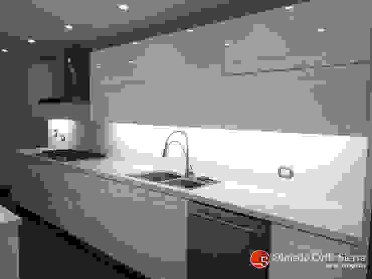 Cocinas Integrales Olmedo Ortiz Sierra 廚房收納櫃與書櫃 刨花板 White