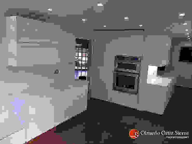 Cocinas Integrales Olmedo Ortiz Sierra 置入式廚房 刨花板 White