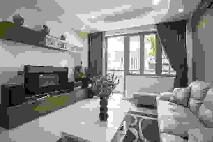 Phòng khách rộng rãi, thông thoáng bởi Công ty TNHH Xây Dựng TM – DV Song Phát