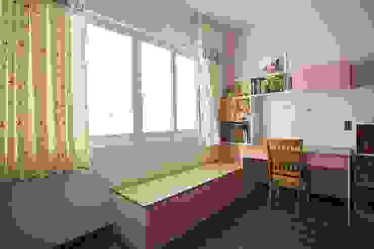 Phòng ngủ trẻ trung, tươi mới bởi Công ty TNHH Xây Dựng TM – DV Song Phát