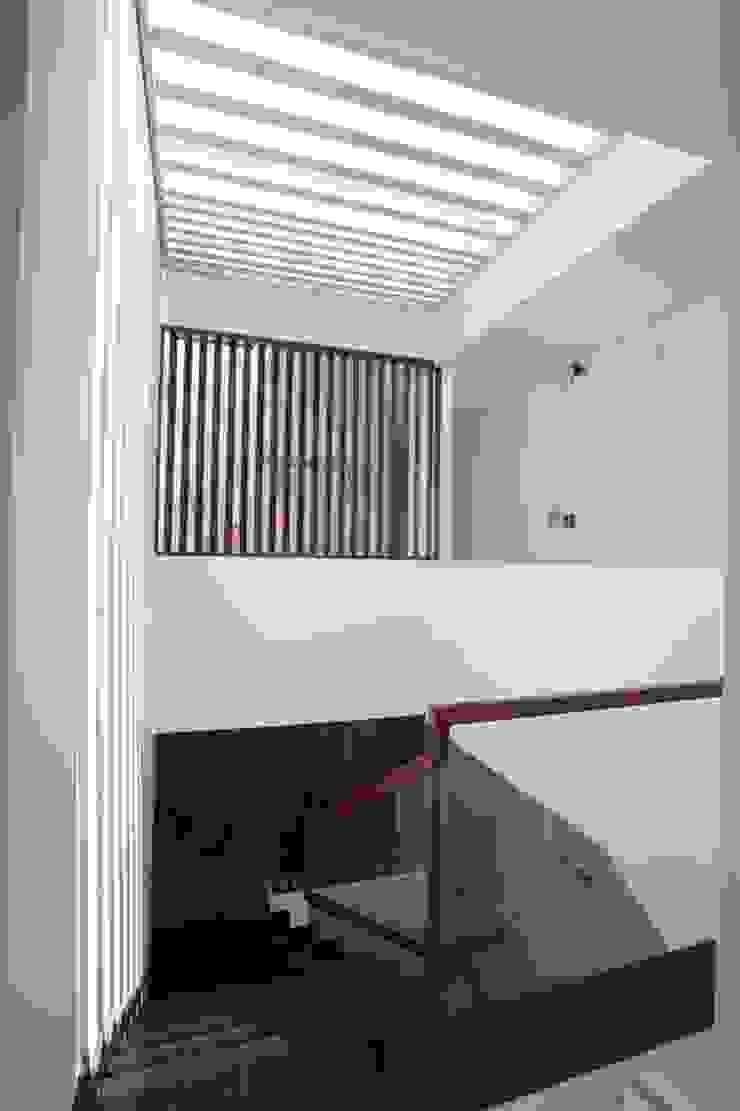 Thiết Kế Nhà Ống 3 Tầng 4x17m Nhiều Cây Xanh Và Thoáng Mát bởi Công ty TNHH Xây Dựng TM – DV Song Phát
