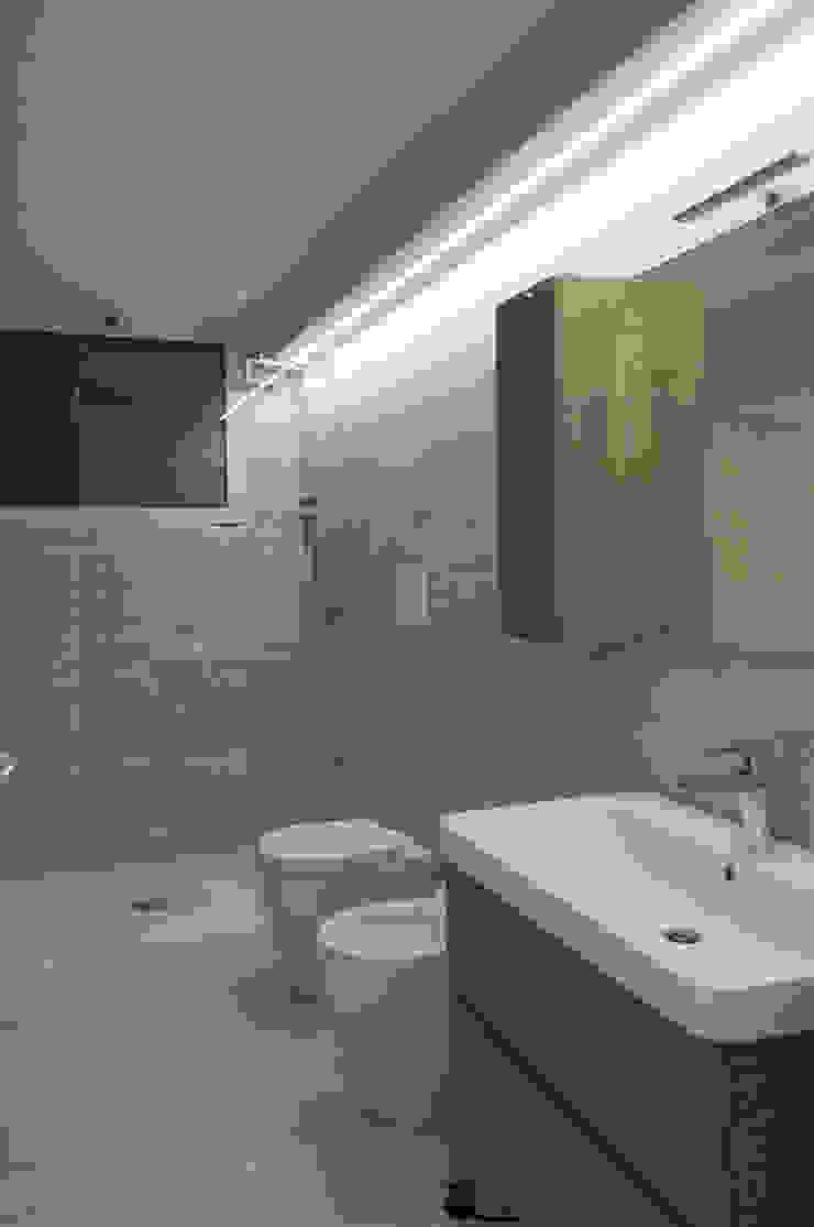 Banheiros modernos por Architettura & Interior Design 'Officina Archetipo' Moderno