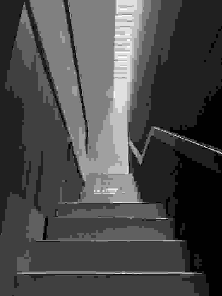 FZ House Oleh JSParchitect Modern Keramik