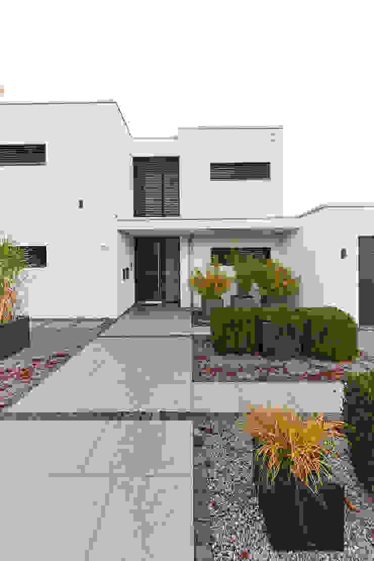โดย STRICK Architekten + Ingenieure โมเดิร์น