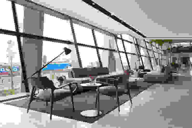 Gisele Taranto Arquitetura Pasillos, vestíbulos y escaleras de estilo moderno