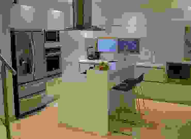 Cocina moderna Cocinas de estilo moderno de Monica Saravia Moderno Aglomerado