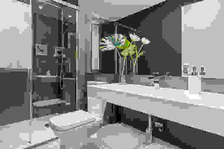 現代浴室設計點子、靈感&圖片 根據 Luzestudio - Fotografía de arquitectura e interiores 現代風