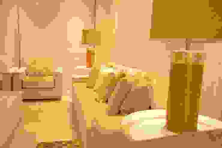 Sala gris Salas de estilo minimalista de Monica Saravia Minimalista Madera Acabado en madera