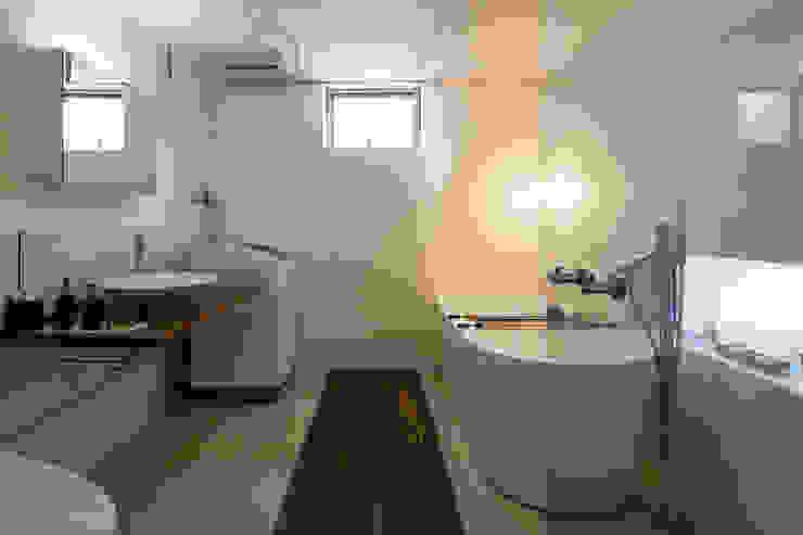 株式会社 ギルド・デザイン一級建築士事務所 Modern Bathroom White