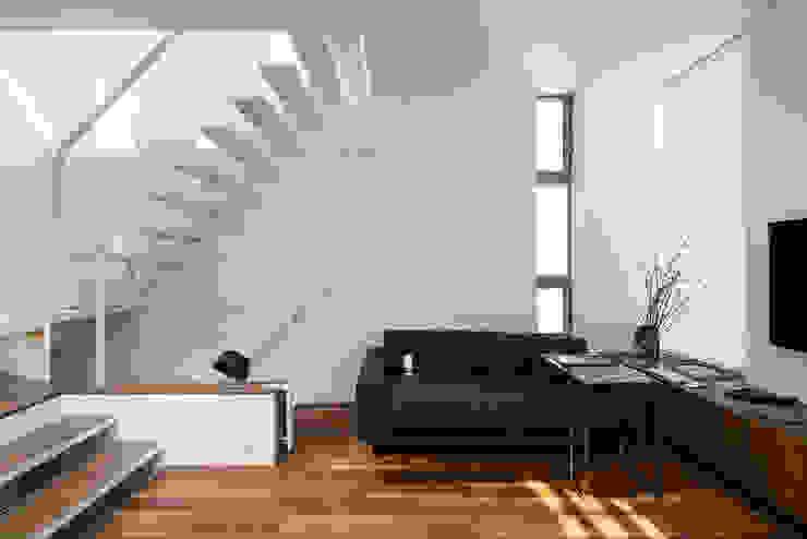 株式会社 ギルド・デザイン一級建築士事務所 Modern Living Room