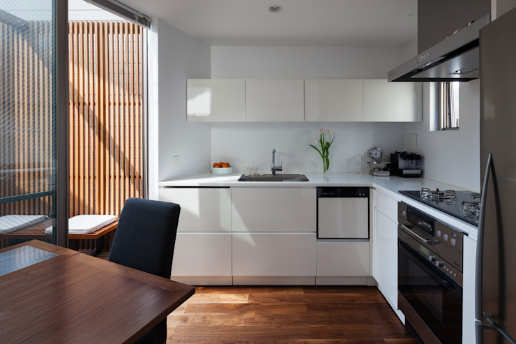 Built-in kitchens by 株式会社 ギルド・デザイン一級建築士事務所, Modern
