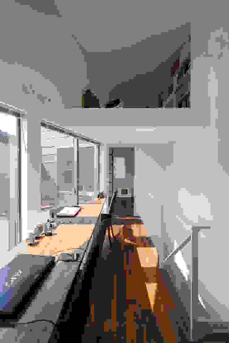 株式会社 ギルド・デザイン一級建築士事務所 Modern Study Room and Home Office Solid Wood White