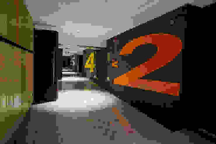 現代極簡風──正佳影城 根據 G.T. DESIGN 大楨室內裝修有限公司 現代風