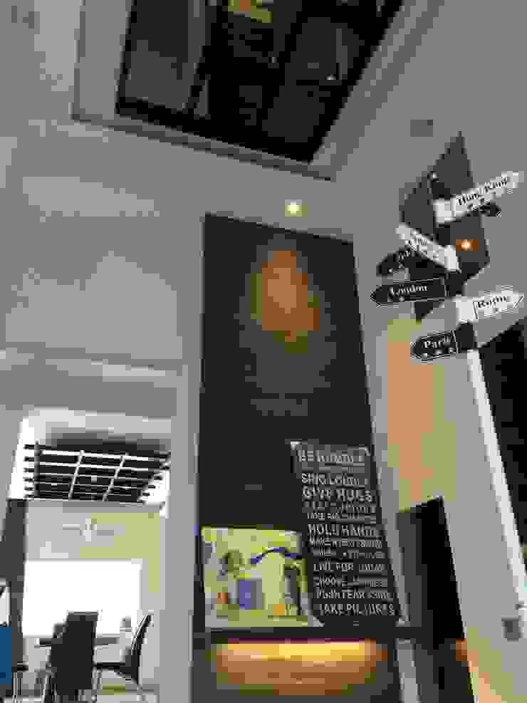 Minimalist corridor, hallway & stairs by Lighthouse Architect Indonesia Minimalist