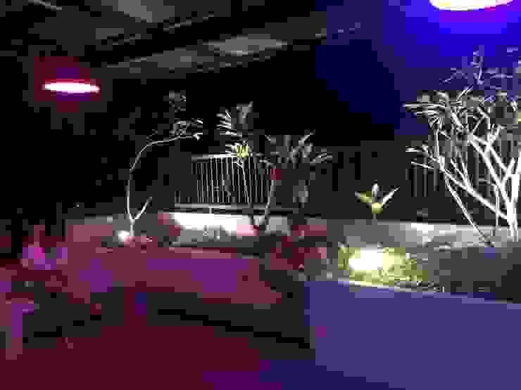 Jardines de estilo minimalista de Lighthouse Architect Indonesia Minimalista