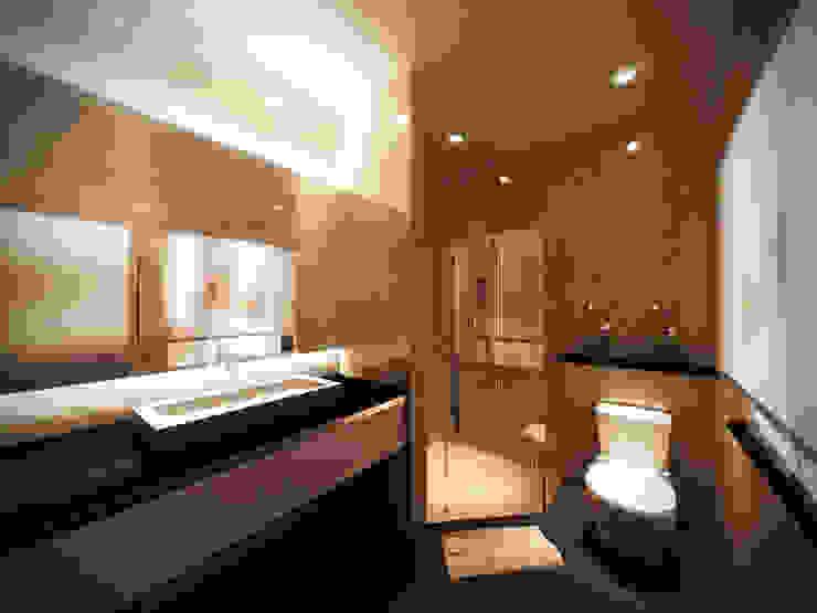 Modern Bathroom by Lighthouse Architect Indonesia Modern