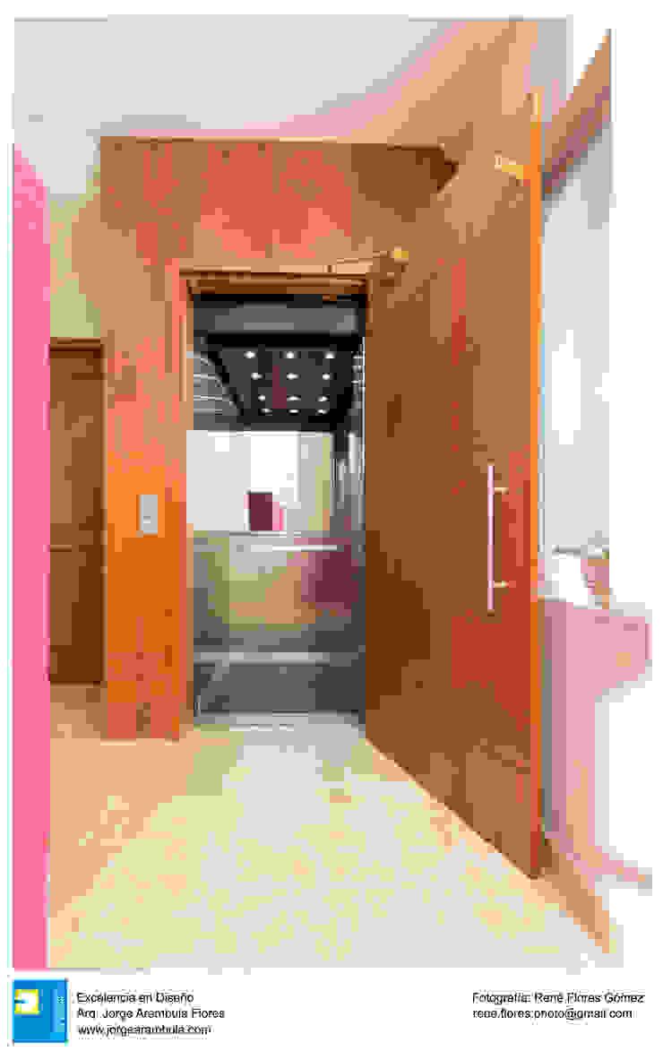 elevador Pasillos, vestíbulos y escaleras coloniales de Excelencia en Diseño Colonial Madera Acabado en madera