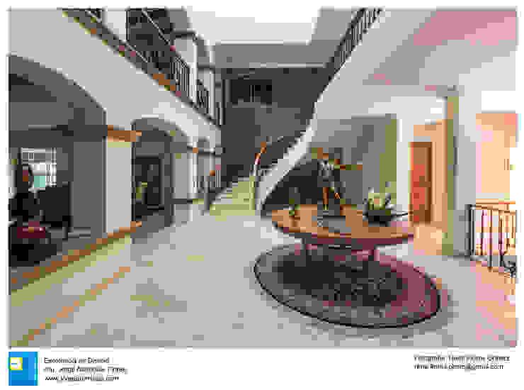 ingreso principal Pasillos, vestíbulos y escaleras coloniales de Excelencia en Diseño Colonial Derivados de madera Transparente