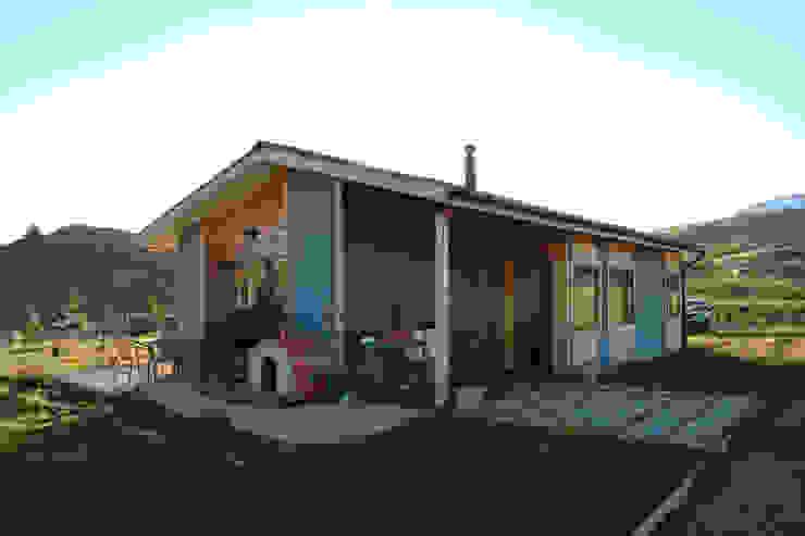 Fachada nor oriente de casa rural - Arquitectos en Coyhaique Rural Madera Acabado en madera
