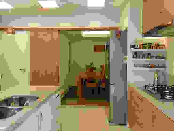 Dapur by Maria Helena Torres Arquitetura e Design