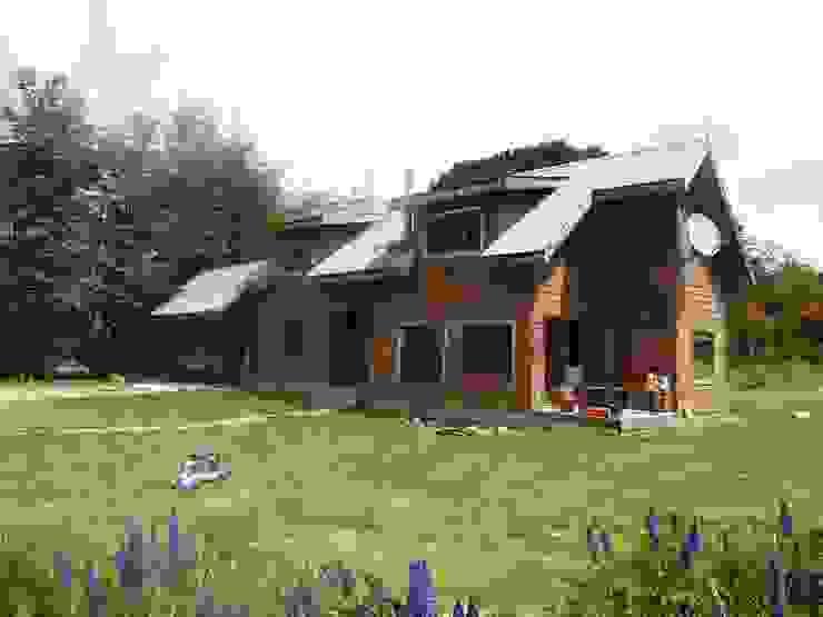 Fachada de casa rural - Arquitectos en Coyhaique Rural Madera Acabado en madera