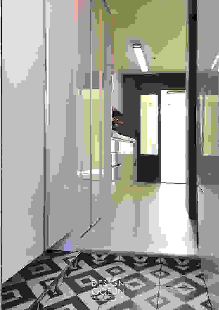 부천 미리내마을 네츄럴 모던하우스 모던스타일 복도, 현관 & 계단 by 디자인고은 모던