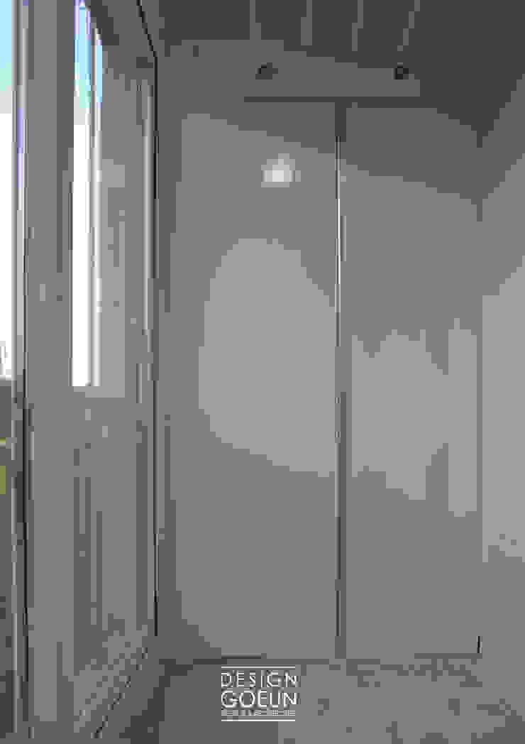 부천 모던하우스 미니멀리스트 발코니, 베란다 & 테라스 by 디자인고은 미니멀