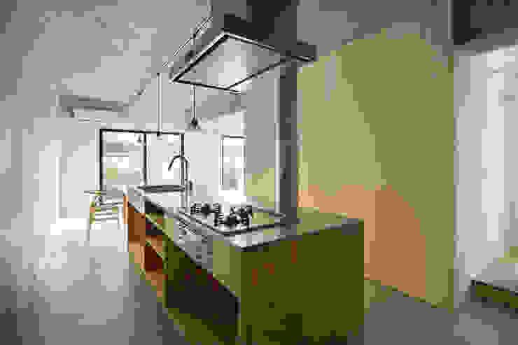by 森孝行建築設計事務所 Modern