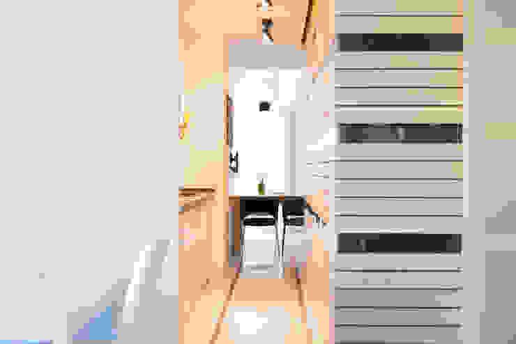 Soggiorno-angolo cottura Soggiorno moderno di VITAE STUDIO - architettura Moderno
