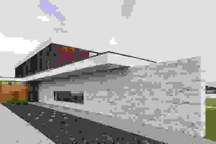 Risco Singular - Arquitectura Lda Giardino minimalista