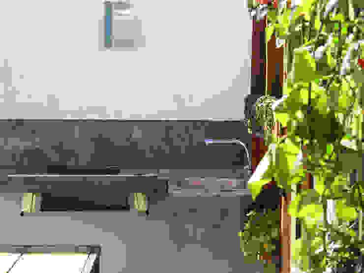 Balcones y terrazas industriales de homify Industrial