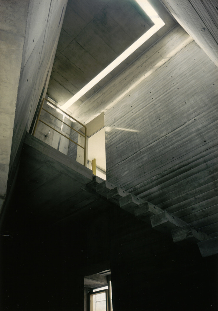 Modern Corridor, Hallway and Staircase by 株式会社 ギルド・デザイン一級建築士事務所 Modern