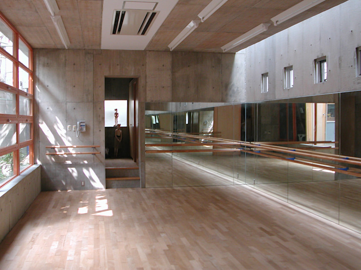 Modern gym by 株式会社 ギルド・デザイン一級建築士事務所 Modern Concrete